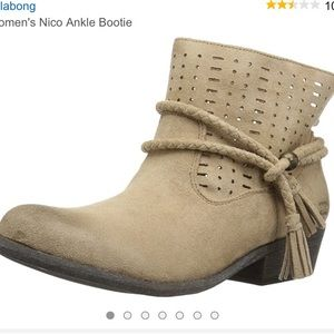 New! Billabong Nico suede ankle booties